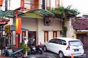 Khresna Guest House Jogja - Eksterior