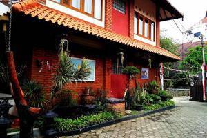 Hotel Puri Larasati Bandung - Yard