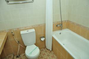 Ahadiat Hotel & Bungalow Bandung - Deluxe Bathroom
