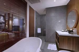Vasanti Kuta Hotel Bali - Junior Suite bathroom