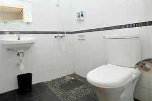 La Nostalgie Guest House Bandung - Standard Bathroom