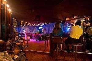 Elmi Hotel Surabaya - Pub/Lounge