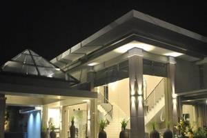 Tasneem Convention Hotel Jogja - Tampilan Luar Hotel