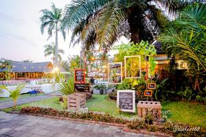 Ayola Tasneem Hotel & Convention Jogja - Garden