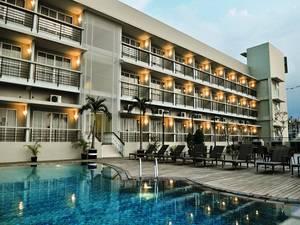 Quest Hotel Semarang - Kolam renang