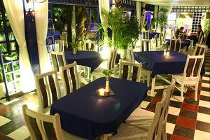 Mesra Business & Resort Hotel Samarinda - Alamanda Poolside Restaurant & Live Music