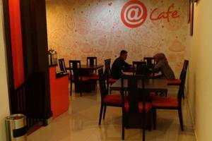 Hotel Alpha Makassar - Cafe