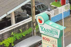 Hotel Yasmin Makassar - Tampilan Luar Hotel