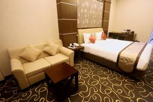 Adhiwangsa Hotel Solo - Deluxe Room King Bed