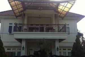 Savitri Country Hotel