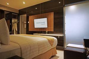 Golden Tulip Passer Baroe Jakarta - Suite Bedroom