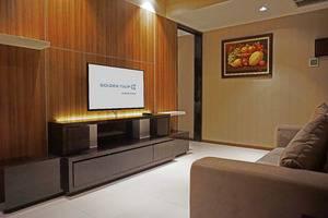 Golden Tulip Passer Baroe Jakarta - Suite Living Room