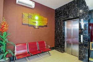 NIDA Rooms Makassar Andi Tonro - Mengangkat