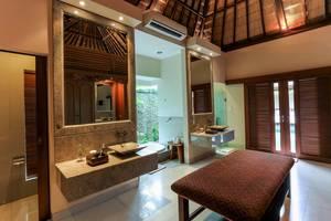 DISINI Luxury Spa Villa Bali - Bathtub