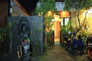 RedDoorz @Dewi Sri Bali - Eksterior