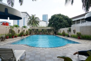 2BR with Pool View at Beverly Tower Apartment By Travelio