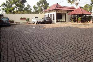 Hotel Megawati Malang - Parking Area