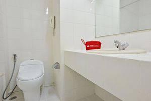 ZEN Rooms Kebayoran Jakarta - Kamar mandi