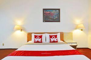 ZEN Rooms Kebayoran Jakarta - Tampak tempat tidur double