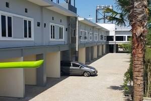 Ambulu Hotel Jember - Area parkir