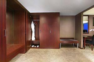 Aston Madiun Hotel Madiun - President Suite Wardrobe Room