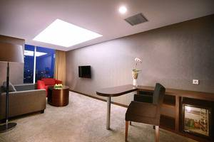 Aston Madiun Hotel Madiun - Junior Suite Living Room