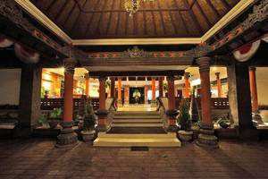 Puri Saron Hotel Seminyak - Pintu Masuk Lobby