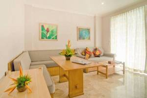 Hawaii Resort Family Suites Anyer - Ruang tamu