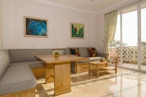 Hawaii Resort Family Suites Anyer - 2 Bed (Living Room)