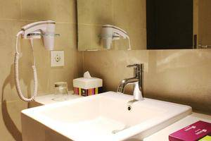 All Seasons Gajah Mada - Bathroom