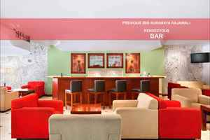 Hotel Arcadia Surabaya - bar