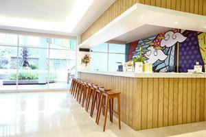 MaxOneHotels at Resort Delia Makassar - Bar