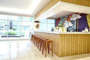 MaxOneHotels at Resort Delia Makassar - Bar