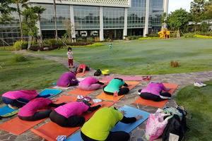 MaxOneHotels at Resort Delia Makassar - Yoga