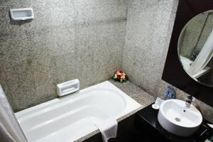 Manhattan Hotel Jakarta - Bathroom Execuitve