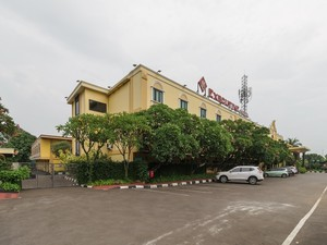 RedDoorz Plus near Dunia Fantasi Ancol