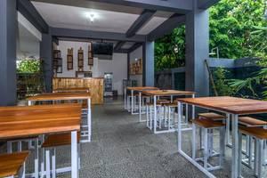 RedDoorz @ Jimbaran Hill Bali - Restoran
