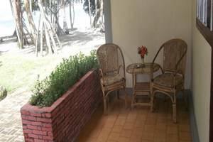 Collin Beach Hotel Ambon - Teras