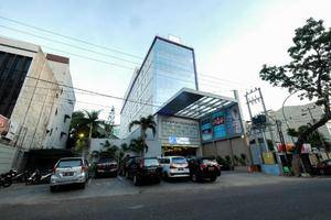 LA'RIZ Wthree Lagaligo Makassar - Appearance