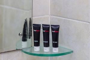 RedDoorz @Tuban Kuta Bali - Perlengkapan mandi