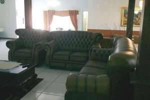 Aries Biru Hotel Bogor - Ruang tamu