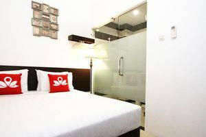 ZenRooms Menteng Cikini Jakarta - Tempat Tidur Double