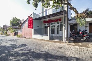 RedDoorz near Condongcatur Bus Station