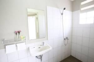 RedDoorz @Mampang Prapatan Jakarta - Kamar mandi