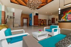 RedDoorz Plus near Pantai Losari Makassar - Lobby