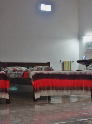 Relic Room Guest House Malang - 2 queen bed