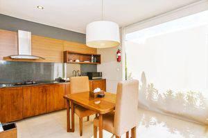 ZEN Premium Umalas Bumbak Villa Bali - Ruang makan