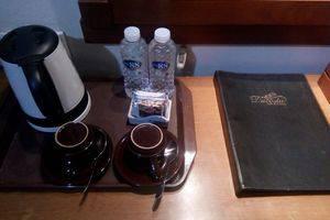 Sawunggaling Hotel Bandung - satu set kopi