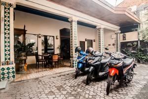 Hotel Djagalan Raya Surabaya - Parking Area
