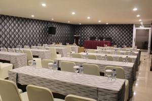 D'Blitz Hotel Kendari - Meeting Room